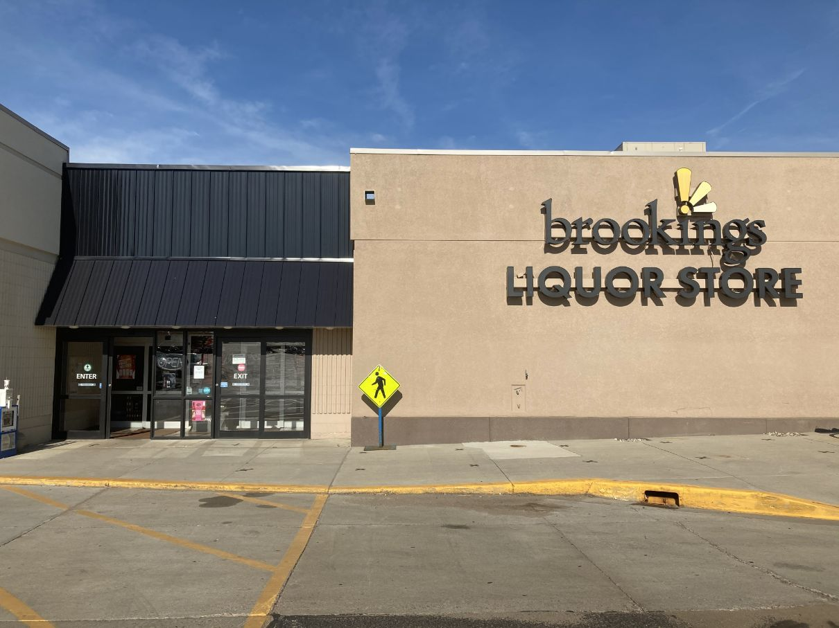 Brookings Liquor Store outdoor sign